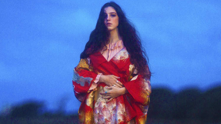 "Precedido pelo lead single ""Keeping Your Head Up"", o novo álbum da Birdy está cada vez mais perto."