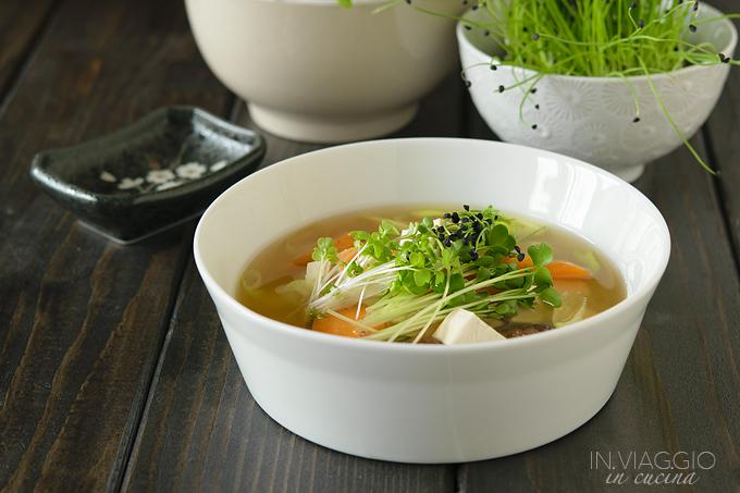 Zuppa di miso con funghi shiitake e micro ortaggi for Ricette asiatiche