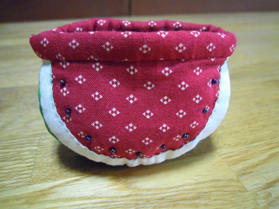 This is a Tutorial in Pictures for a fun project to make a Watermelon Coin Purse.