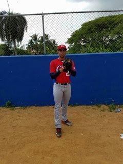 Los reportes indican que Ramón Ernesto mide 6 pies y 1 pulgada, con 190 libras de peso y que además lleva un año entrenando en la República Dominicana