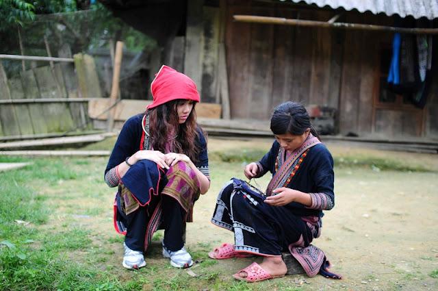 Vietnamese Ethnic Traditional Female Costumes 6