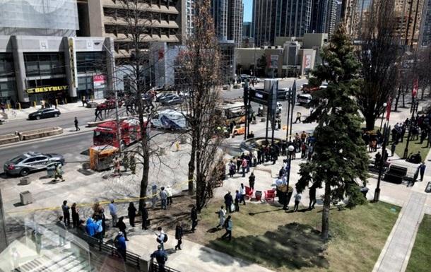 У Торонто вантажівка в'їхала в натовп пішоходів