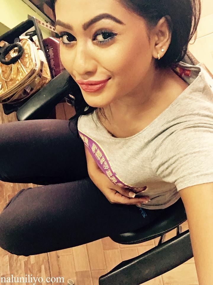 Piumi Hansamali selfie