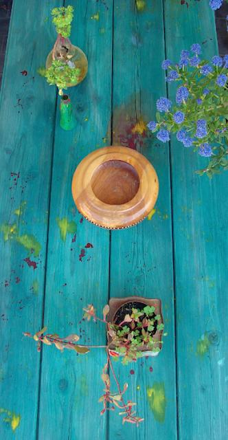 riciclo: tavolo dipinto a mano verde blu