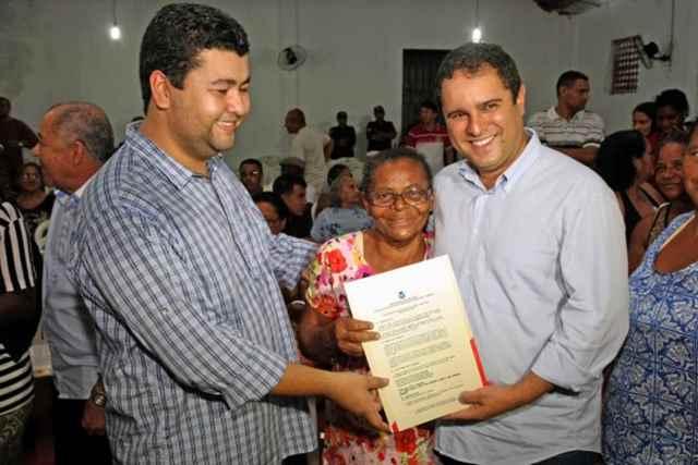 Edivaldo entrega 400 títulos de propriedade no Santa Cruz