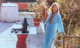 Η στιγμή που η Αλίκη Βουγιουκλάκη κατέρρευσε στο σπίτι της στον Θεολόγο