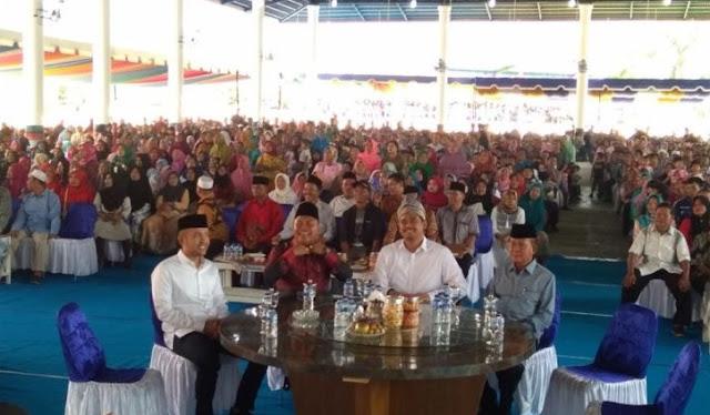 Menantu Presiden Joko Widodo, Muhammad Bobby Afif Nasution sapa warga Kabupaten Labuhanbatu Selatan.