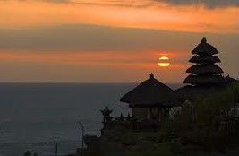 Sunset in Tanah Lot temple