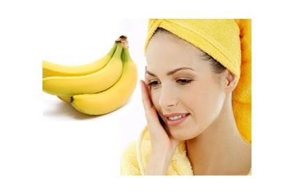 وضعت الموز على وجهها فصعقت بالنتيجة