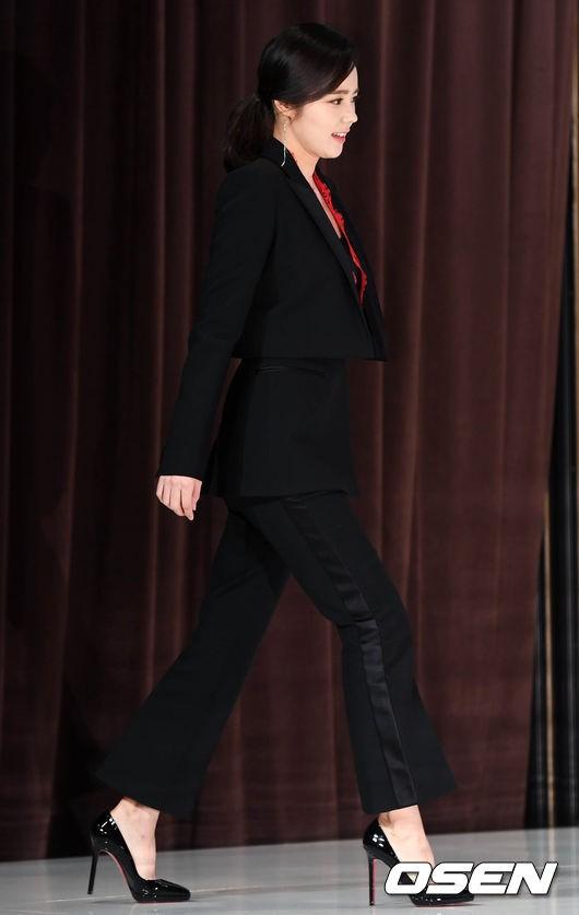 Han Ga In xinh đẹp ra mắt phim truyền hình mới sau 6 năm vắng bóng - Ảnh 1