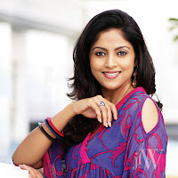 splendid and winning Nadhiya jfw photos