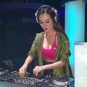 DJ Rizuka Amor, Paha Mulus, Seksi