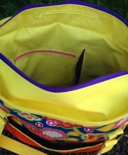 two pretty poppets Summer Lovin Beach Tote - internal zipper pockets