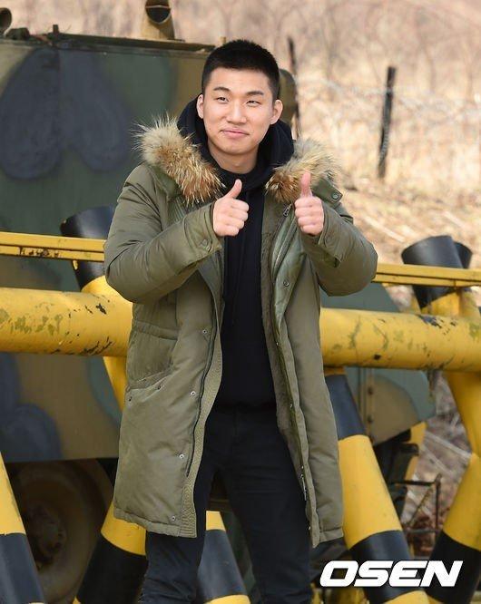 [연예] 오늘 군입대한 빅뱅 대성 -  와이드섬