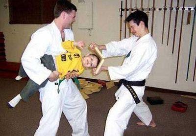 Lustige Familien Bilder - Karate Kind