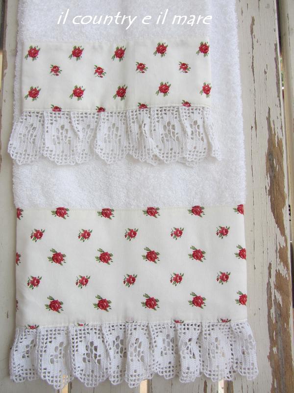 Il country e il mare set per bagno in bianco e rosso for Sognare asciugamani