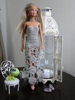 Vestido com mini motivos de crochê para Barbie