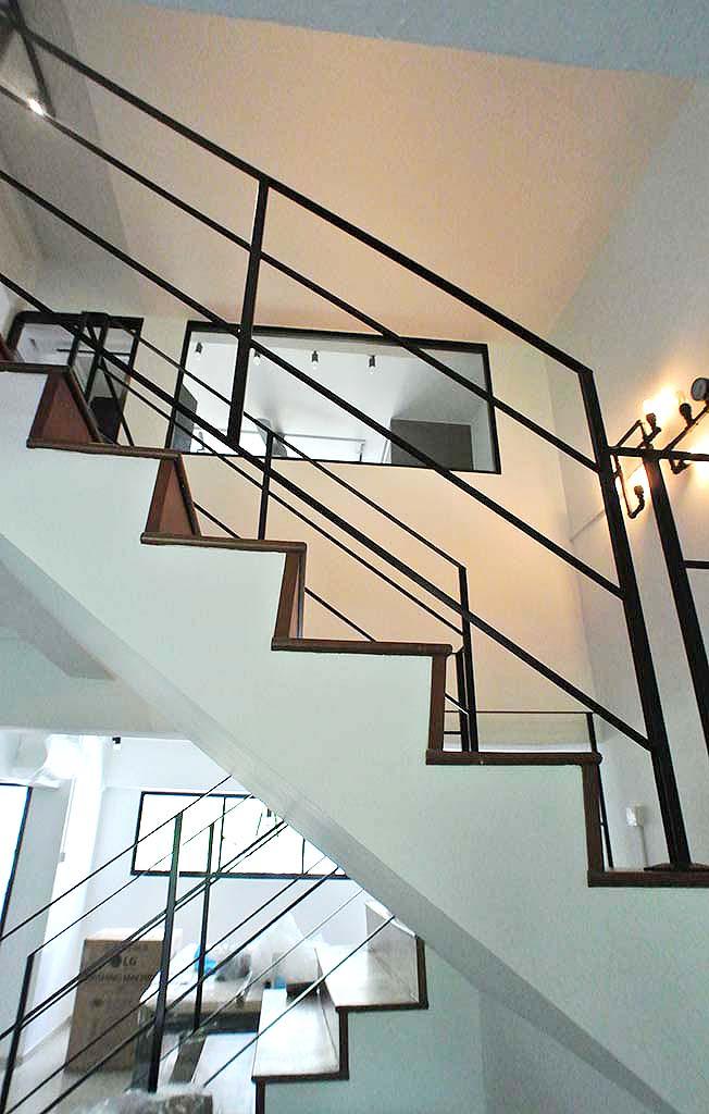 Butterpaperstudio reno b maisonette staircase railing