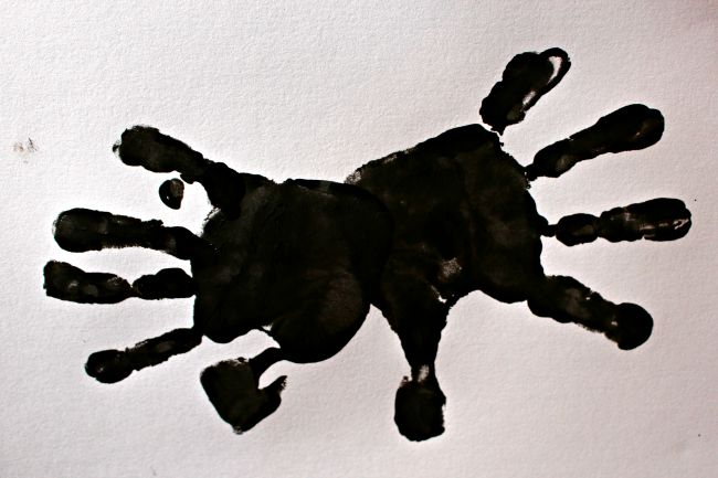 how to make a handprint spider
