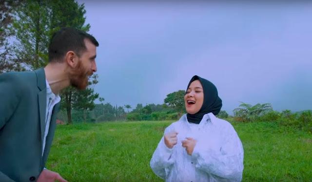 Nissa Sabyan dan Adam Ali
