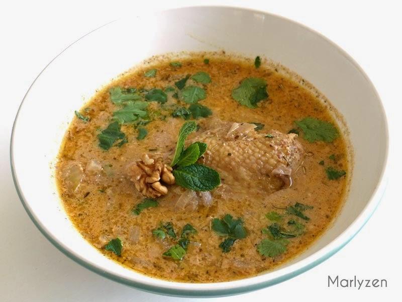 Soupe de poulet aux noix (Kharcho).