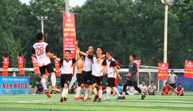 Việt Thắng đã vượt qua Bắc Việt với bàn thắng khá may mắn