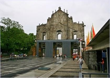ด้านหลังซากประตูโบสถ์เซนต์ปอล (Ruins of St.Paul's)