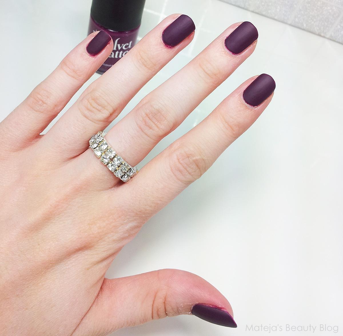Rimmel Velvet Matte 014 Sumptuous Red - Mateja\'s Beauty Blog