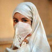 Femme porteuse d'un haïk