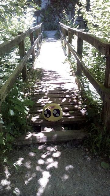 Mini-Fu cruzando un puente en la ruta del Alba