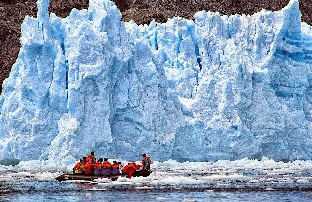 """San Rafael Glacier là một trong những di tích cuối cùng còn sót lại của kỷ băng hà Patagonia. Nó được mệnh danh là một trong những """"gã khổng lồ băng"""" ở phía Bắc của Patagonia, nhưng nhiệt độ tăng cao và biến đổi khí hậu đã khiến nó bị rút ngắn 12 km. Các nhà khoa học cảnh báo rằng San Rafael Glacier có khả năng sẽ biến mất hoàn toàn vào năm 2030."""
