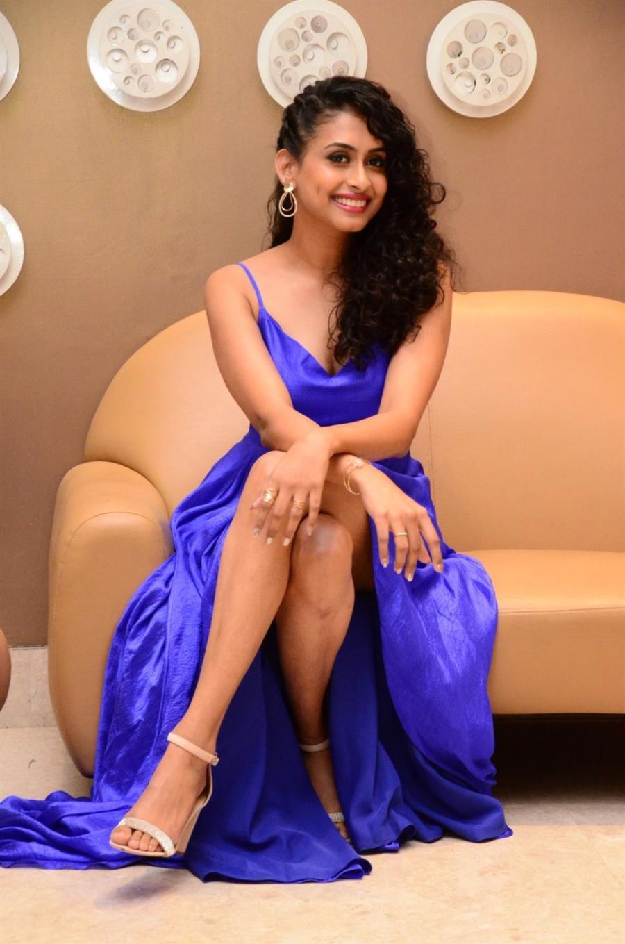 Indian Girl Nitya Naresh Long Cross Legs Show In Blue Gown