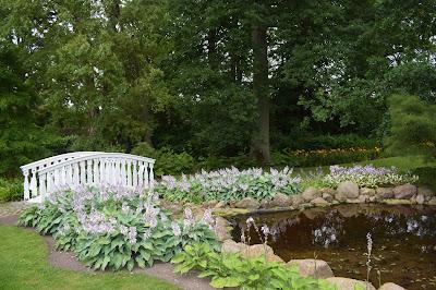 Broar i trädgården