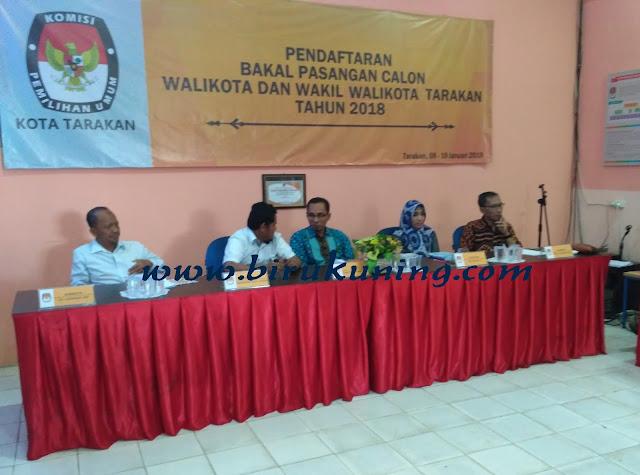IMG 20180109 090710 - Di dampingi PKB dan Pendukungnya, Hj Umi dan Mahruddin Serahkan Berkas Ke KPU.