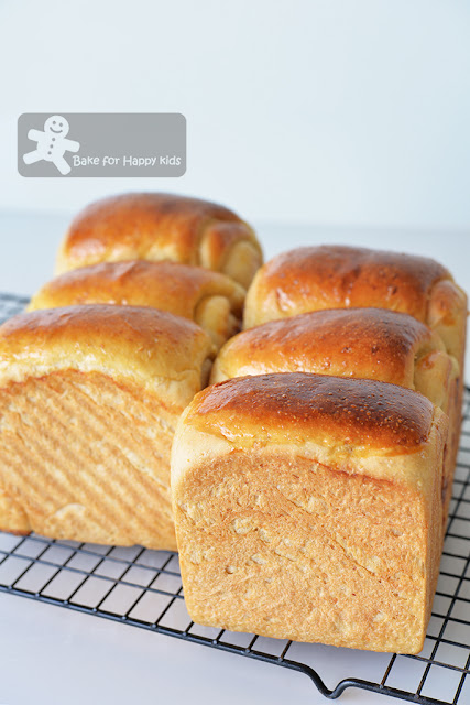 soft oatmeal milk sandwich bread