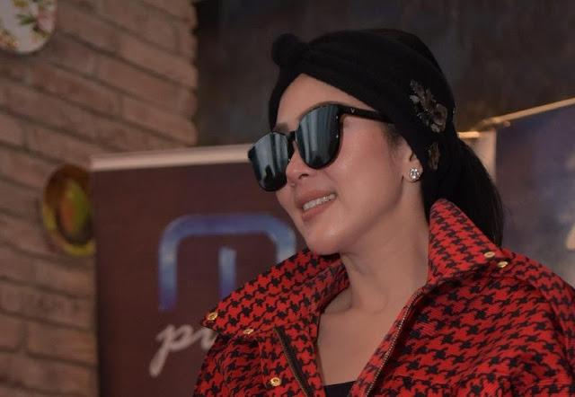 Kagum dan Terharu, Syahrini Langsung Follow IG Khabib Nurmagomedov