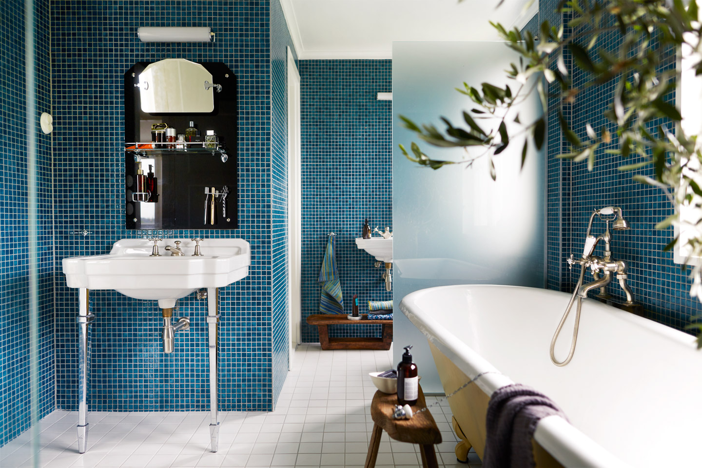 How to give your Bathroom a Fresh Start and keep it Clean?