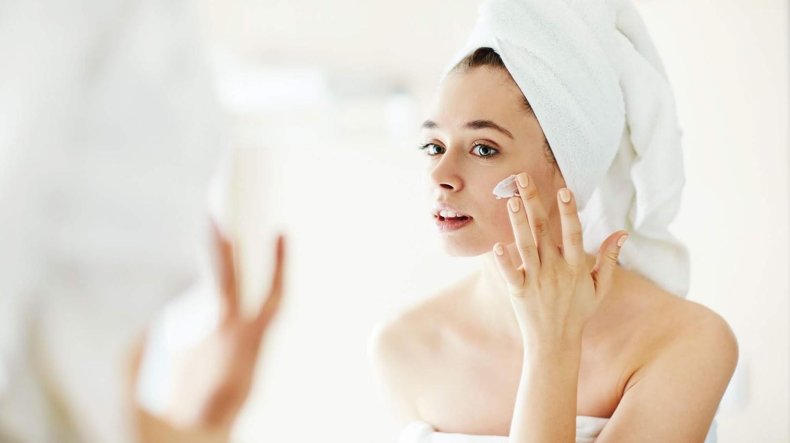Dicas de Cuidados com a Pele que Toda Mulher Deve Saber