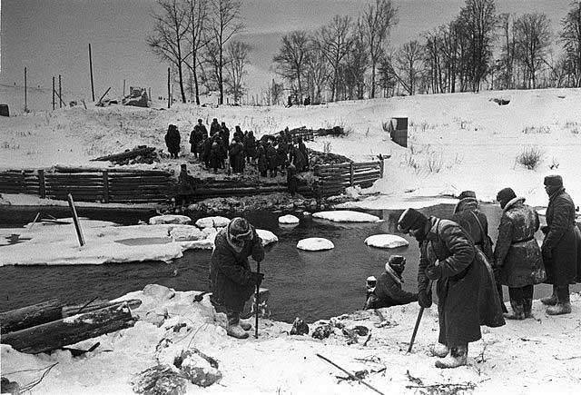 Soviet bridge-builders at Naro-Fominsk, 28 December 1941 worldwartwo.filminspector.com