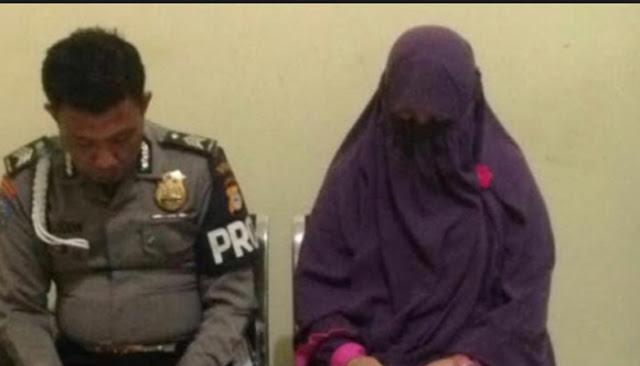 Pak Haji Ceraikan Istrinya Karena Tertangkap Basah Selingkuh Dengan Oknum Polisi