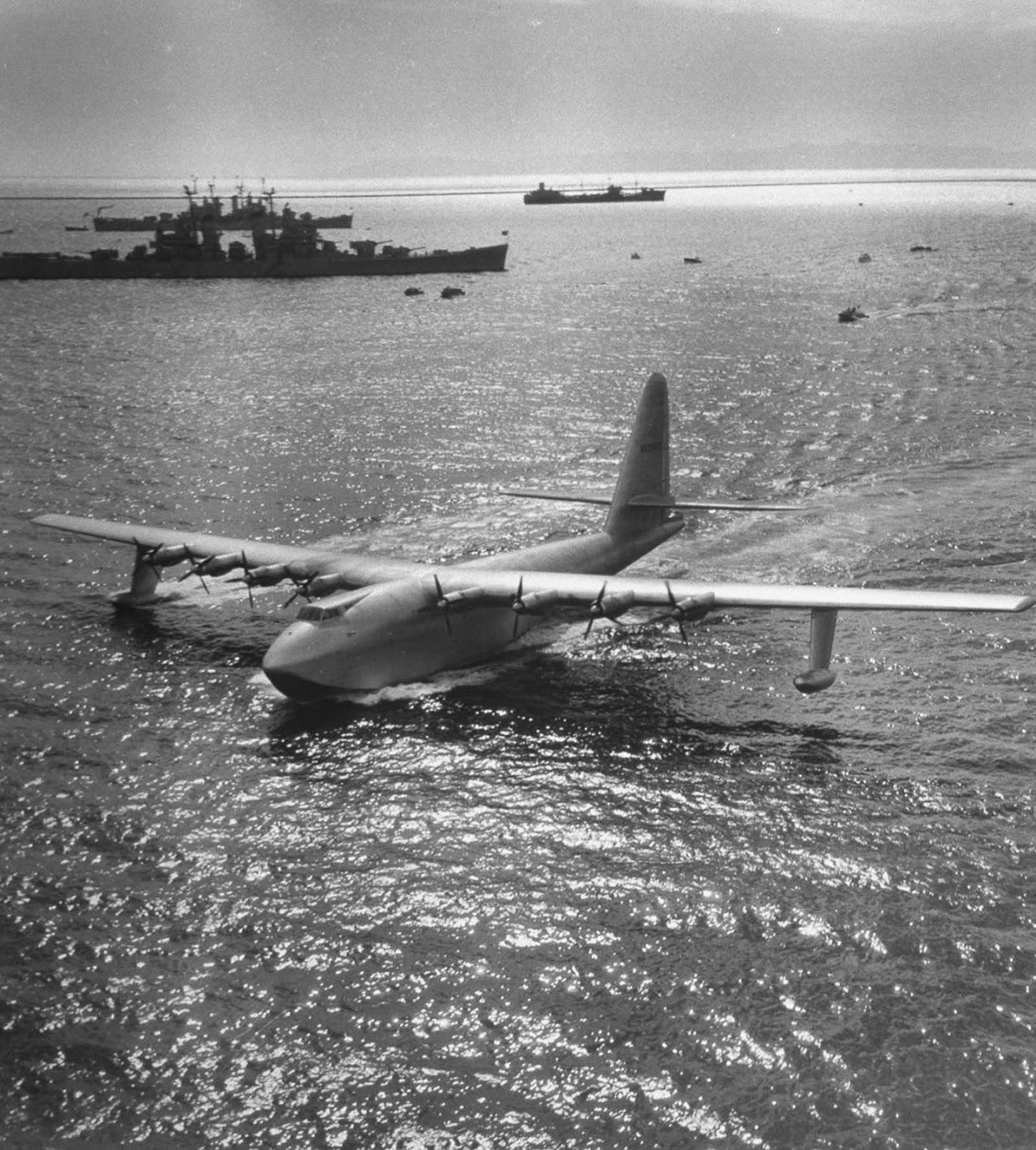 The H-4 also carried seven invited guests from the press corps and an additional seven industry representatives. In total, thirty-six people were on board.