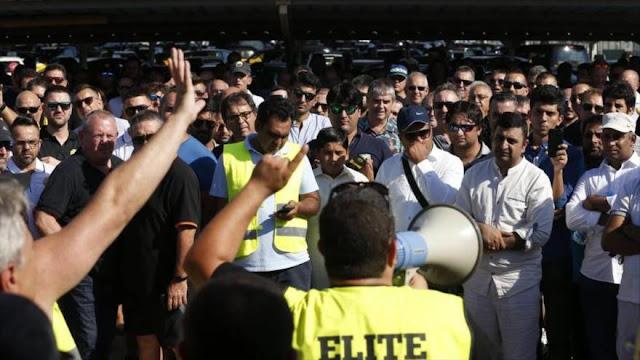 Taxistas españoles en paro contra licencias VTC de Uber y Cabify