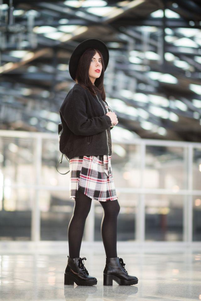 dziewczyna w kapeluszu sesja fashion