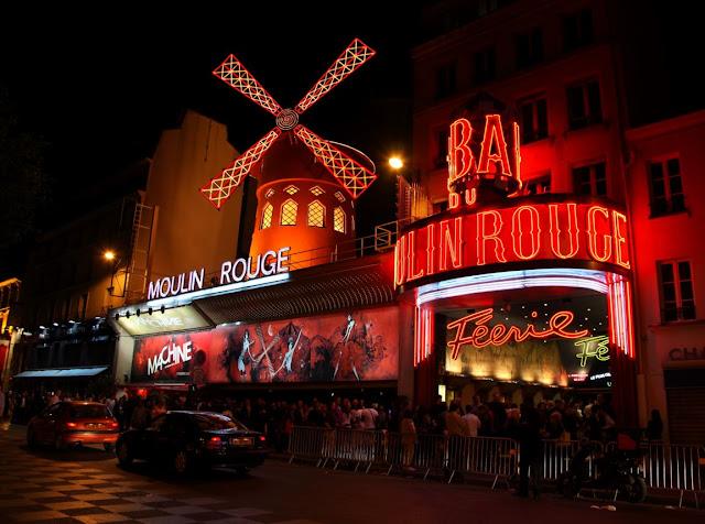 il famoso moulin rouge di parigi