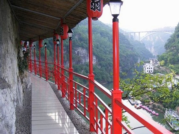 Fangweng : Restoran Tergantung Lereng Bukit Di China