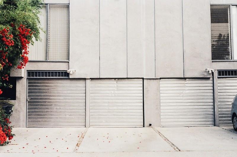 How to Choose a Good Garage Door Repair Service