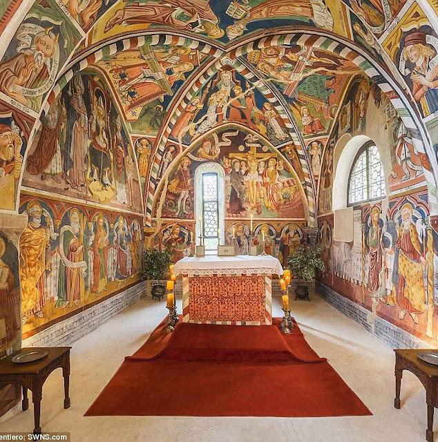 A capela principal dedicada a São Valério originaria o nome do castelo.