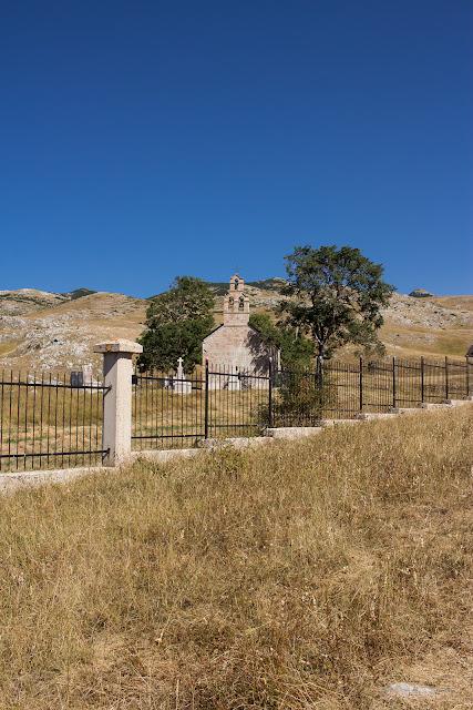 Unser Roadtrip nach Montenegro - Durmitor National Park - Kirche in der Nähe von Trsa