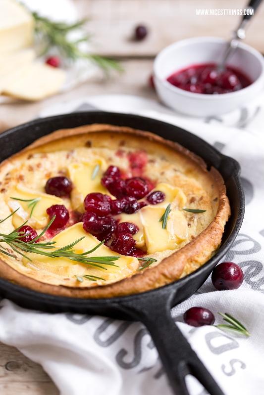 Dutch Baby Rezept herzhaft mit Käse, Cranberries, Schinken, Rosmarin
