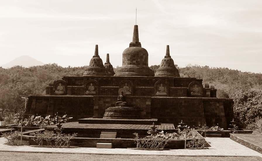 Miniatur Candi Borobudur ada di Vihara Ratanavasa Arama Lasem Rembang